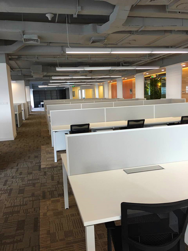 乐师傅家具工程案例-宝安龙光世纪大厦办公桌椅屏风卡位/会议室办公桌安装